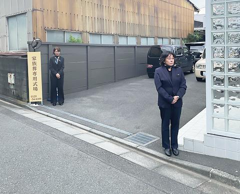 藤沢市の家族葬専用リビングルーム、ファミリーホール湘南台・お出迎え