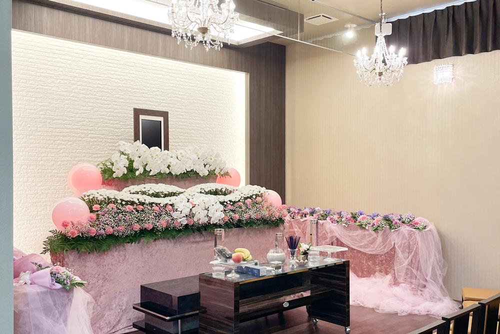 藤沢市の家族葬専用リビングルーム、ファミリーホール湘南台・式場のご案内